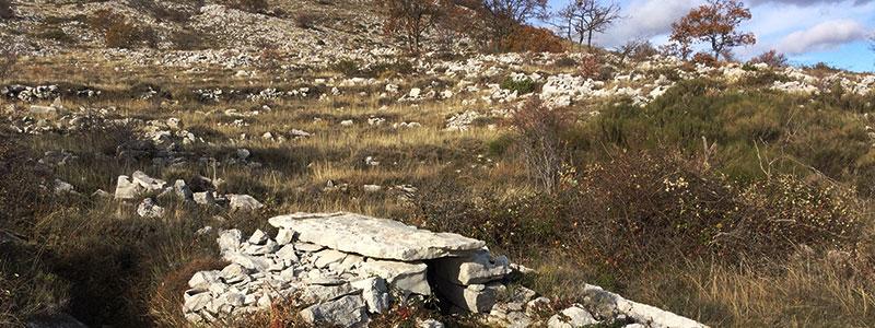 Tumulus d'une tombe dans les Gorges du Loup.