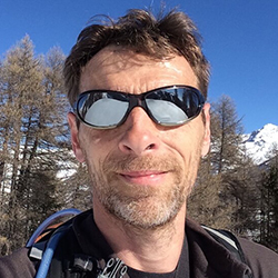 Guide de randonnée dans les Alpes-Maritimes.