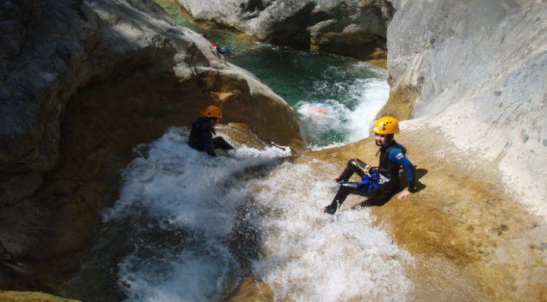 D'une descente de canyoning à Nice avec des enfants.