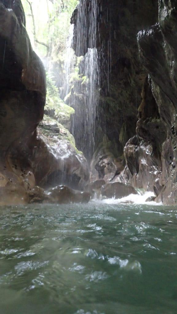 Cascade de canyoning.