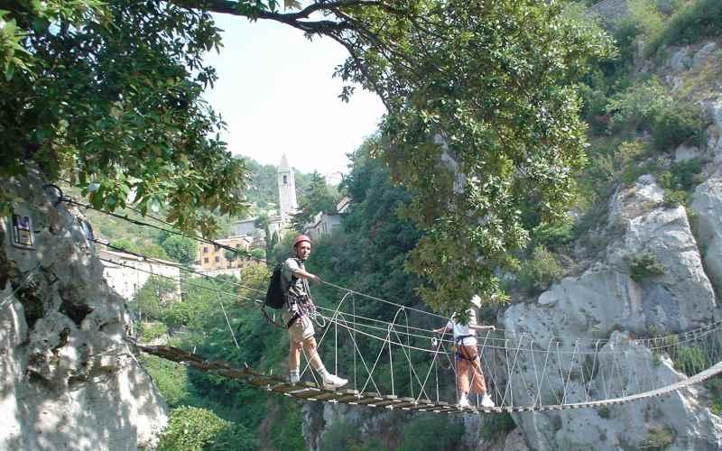 Stage multi activités (canyoning, escalade, via ferrata) avec le Bureau des moniteurs.