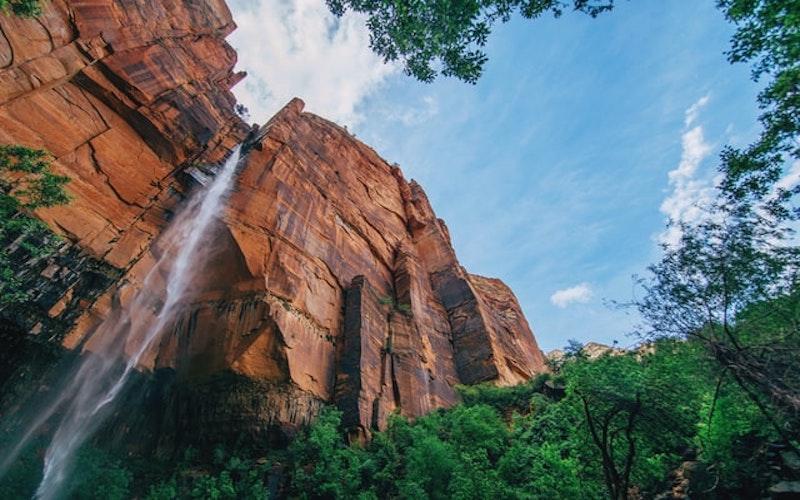 Photo d'un canyon servant à pratiquer le canyoning.